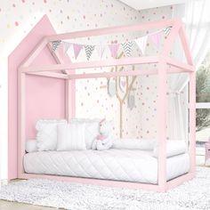 Um mundo cor-de-rosa e cheio de fofura espera sua pequena com a Cama Casinha Montessoriana Rosa! #quartodebebe #montessoriano #gravidez #rosa