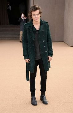 """Harry Styles (One Direction) * Burberry Prorsum and the """"Bloomsbury girls"""" Wave of celebrities for the most awaited fashion show of London Fashion Week * Photo © Burberry.com"""