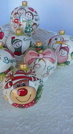 Le ultime palline di Natale decorate nel 2016. Tanto impegno, tanta dedizione, sempre la stessa passione.