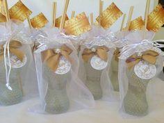 Lindo difusor, pode ser usado como lembrança de casamento, aniversário, formatura. Muito chique! R$ 35,00