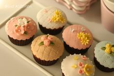 [Cap Cake Decoration]