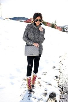 frame ripped denim review, topshop turtleneck sweater black and white, low messy ponytail, how to make a voluminous low messy ponytail, pinterest low messy ponytail, brunette balayage, sorel boots women pink, tan sorel torfino boots, tassel earrings black h