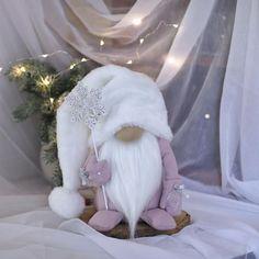 Scandinavian Christmas Decorations, Pink Christmas Decorations, Swedish Christmas, Scandinavian Gnomes, Christmas Gnome, Christmas Gifts For Mom, Christmas Crafts, White Christmas, Christmas Ideas