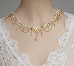 My best fantasy choker features white Swarovski pearls,pink cream rose FW pearls and clear AB crystals and three tiny golden chains are dangling bellow .In the center there is a golden filigree set with Swarovski Rhinestone and dangle pearls below it. Crystal Statement Necklace, Sapphire Necklace, Rhinestone Necklace, Gold Rhinestone, Pearl Necklace Designs, Bridal Necklace Set, Pearl Necklace Vintage, Moon Necklace, Pendant Necklace