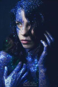 *This artsy glitter photography is hard to take our eyes off of!*