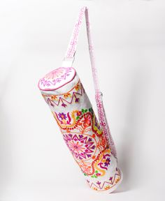 Beautiful White Embroidered Boho Chic Yoga Bag. Carry Yoga Mat in Style. door Deshabelle op Etsy https://www.etsy.com/nl/listing/236270517/beautiful-white-embroidered-boho-chic