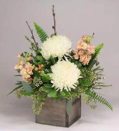 Small Flower Arrangements, Flower Centerpieces, Small Flowers, Flower Decorations, Beautiful Flowers, Arte Floral, Deco Floral, Table Flowers, Flower Boxes