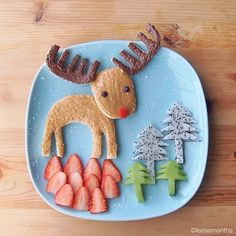 Snowy Rudolph Breakfast - Christmas Morning Breakfast Ideas That Your Kids Will Love - Photos Cute Food, Good Food, Food Art For Kids, Children Food, Childrens Meals, Christmas Morning Breakfast, Food Artists, Christmas Plates, Lunch Snacks
