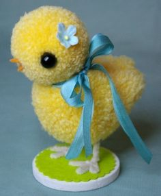 Игрушки из помпонов — Медная аллея Bird Crafts, Easter Crafts, Pom Pom Animals, Pom Pom Maker, Art Drawings For Kids, Pom Pom Crafts, Easter Crochet, Clothes Crafts, Diy Crafts For Kids