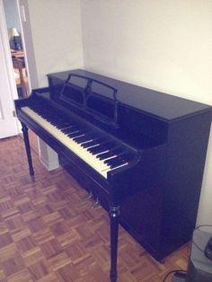 Kijiji: Piano d'appartement - $300.00