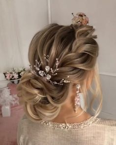 Would you like to learn how to style your own hair? Then just visit our - New Site - Would you like to learn how to style your own hair? Then just visit our – New Site Would you like to learn how to style your own hair? Then just visit our – – Wedding Hair Half, Elegant Wedding Hair, Wedding Updo, Elegant Bride, Bridal Hair Half Up Medium, Gold Wedding, Hair Medium, Wedding Headband, Formal Wedding