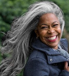 New hair grey silver aging gracefully 24 ideas Long Gray Hair, Silver Grey Hair, Grow Long Hair, Long Black, Curly Hair Styles, Natural Hair Styles, Natural Beauty, Pelo Natural, Ageless Beauty