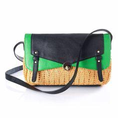 Le it bag de la saison est sans aucun doute le sac cartable, qui nous permet d'emmener toutes nos petites affaires avec style !