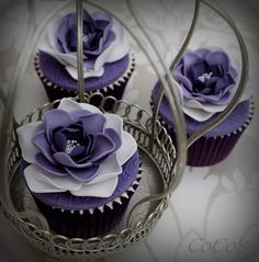 purple flower cupcakes (desserts with puff pastry things to do) Purple Cupcakes, Pretty Cupcakes, Beautiful Cupcakes, Yummy Cupcakes, Cupcake Cookies, Mocha Cupcakes, Banana Cupcakes, Gourmet Cupcakes, Strawberry Cupcakes
