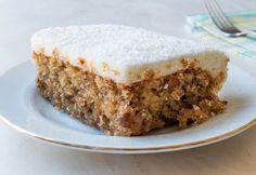 Muhtemelen adını daha önce hiç duymadığınız kolay Kıbrıs tatlısı tarifi lezzetiyle aklınızı başınızdan alacak. Hem kremalı hem de şerbetli bir tatlı olan Kıbrıs tatlısı tarifi sütlü tatlı ve şerbetli tatlı ayrımını tamamen ortadan kaldırıyor. Özel bir geceye uygun lezzetli bir tatlı arayanlar için kolay Kıbrıs tatlısı tarifimiz sofraların yeni yıldızı olacak. Kolay Kıbrıs tatlısı tarifi nasıl hazırlanır sizler için hazırladık, göz atmadan kesinlikle geçmeyin.