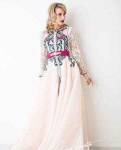 2017 Collection #amiralebsatte #embroidery #womenstyle #glamour #fashion Modèle disponible en location