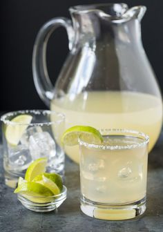 Sue - golden margarita Low ball glass with salted rim and lime wedge garnish filled with golden margarita. Pitcher of golden margaritas in background along with small bowl of limes. Pitcher Margarita Recipe, Pitcher Of Margaritas, Margarita Punch, Margarita Recipes, Margarita Tequila, Margarita Cocktail, Drink Recipes, Cake Recipes, Cocktails For Parties