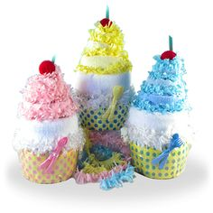 More - Diaper Cupcake Baby Gifts. Diaper Cupcake Baby Gifts Everyone loves a Cupcake! These great looking cupcakes are a terrific alternative to the traditional diaper cake baby gift. Newborn Diapers, Baby Shower Diapers, Newborn Baby Gifts, Baby Girl Gifts, Baby Shower Cakes, Baby Shower Parties, Baby Showers, Diaper Cupcakes, Nappy Cakes