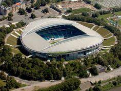 Red Bull Arena (anteriormente conocido como Zentralstadion Leipzig) es un estadio de fútbol de la ciudad de Leipzig, en el estado federal de Sajonia al sudeste de Alemania. Desde 2010, el RB Leipzig juega de local en el estadio. Capacidad 44.199 espectadores.