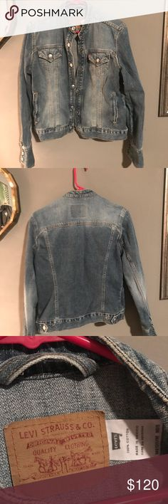 Vintage Levi's denim jacket women's medium Vintage Levi's denim jacket women's medium, in excellent condition! Slight flare sleeves! Levi's Jackets & Coats Jean Jackets