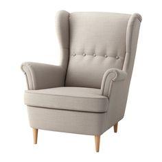 STRANDMON Sillón orejero IKEA El respaldo alto de esta silla te ofrece un apoyo óptimo para el cuello y, por tanto, favorece el relax.