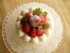 グルテンフリー中でもケーキが食べたいな~、 わざわざアレルギーフリーのお店に予約するのも 買いに行くのも面倒だから…諦めないで作っちゃいましょう!!米粉のスポンジケーキ おすすめレシピです!!!第3位 《材料》(直径18cmのスポンジ型1台分)●卵Mサイズ 3個 ●上白糖(きび砂糖でもOK)90g ●米粉 85g ●無塩バター 15g ●牛乳 大さじ1 ●バニラオイル 少々 ふわふわで少しもちもち感のあるスポンジです。 作り方も簡単でした。latte.la 第2位 《材料》 (18φ丸型 1台分) ●米粉(上新粉) 120g ●たまご 4個 ●砂糖 80g ●バニラオイル 6滴くらい ●豆乳 … Raspberry, Strawberry, Nut Free, Delicious Desserts, Latte, Gluten Free, Eggs, Sweets, Fruit