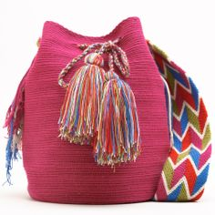 Cabo Wayuu Mochila bag Crochet Handbags, Crochet Bags, Tapestry Crochet Patterns, Fashion Bags, Womens Fashion, Boho Bags, Sewing Projects For Beginners, Knitted Bags, Women's Accessories