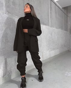 Uploaded by Nez ✨. Find images and videos about fashion, style and beauty on We Heart It - the app to get lost in what you love. Sporty Outfits, Casual Fall Outfits, Winter Fashion Outfits, Classy Outfits, Stylish Outfits, Fall Fashion, Tomboy Fashion, Streetwear Fashion, Hijab Fashion