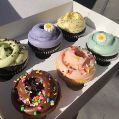 Find images and videos about pretty, food and chocolate on We Heart It - the app to get lost in what you love. Think Food, I Love Food, Good Food, Yummy Food, Cute Desserts, Delicious Desserts, Cafe Food, Pretty Cakes, Aesthetic Food