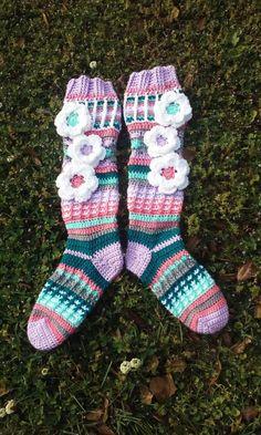 Free Spirit Slipper Socks Custom Colors by ClarissaDove Crochet Socks Pattern, Free Crochet Bag, Crochet Slippers, Knit Crochet, Knitting Patterns, Crochet Patterns, Crochet Hats, Crochet Ideas, Silly Socks