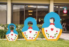 Playful Nesting Doll Party Theme {First Birthday} – Super fun DIY doll photobooths with face cut outs