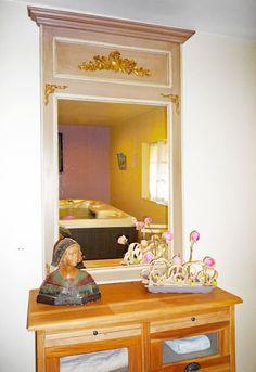 Regardez ce logement incroyable sur Airbnb : gite de kersaint au coeur de la bretagne - Maisons à louer à Saint-Igeaux Spa Privatif, Saint, Mirror, Room, Furniture, Home Decor, Free Wifi, Brittany, Homes