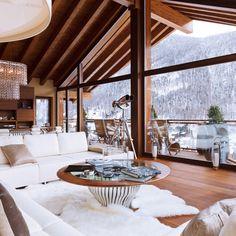 what a cozy lodge Chalet Zermatt, Alpine Chalet, Ski Chalet, Cabin Homes, Log Homes, Chalet Design, House Design, Chalet Style, Ideas Cabaña