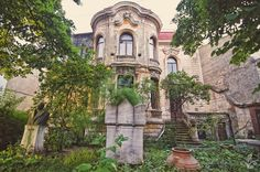 Casa Macca Foto: Alberto Groșescu Capital Of Romania, Little Paris, My Town, Timeline Photos, World War Two, Mansions, Country, Architecture, House Styles