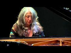 ▶ マルタ・アルゲリッチ BWV.826 Capriccio - YouTube