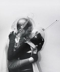 Boy meets girl – from Outer Space, Weegee (Arthur Fellig), Spaceage, New York Science Fiction, Poesia Visual, Weegee, Ligne Claire, Future Love, Boy Meets Girl, Space Photos, Damien Hirst, To Infinity And Beyond