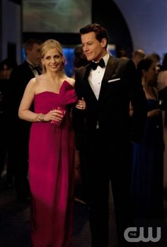 Pilot -- Sarah Michelle Geller as Siobhan Martin/Bridget Kelly and Ioan Gruffudd as Andrew Martin on Ringer on The CW. Photo: Jojo Whilden/The CW ©2011 The CW Network. All Rights Reserved.