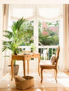 Cortinas: claves para elegir el sistema más práctico sin arruinarte Home Office, Home And Living, Living Room, Blinds For Windows, Window Blinds, Study Inspiration, Outdoor Furniture Sets, Outdoor Decor, Porch Decorating