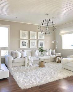 Sadepäivä ja ihan maanantai fiilis🙈😅☔️ Wonderful Wednesday all of You😘 . . . #interior_and_living #interior2you #homeandliving…