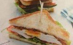 Club sandwich con tacchino, pancetta e uovo #clubsandwich #tacchino #pancetta