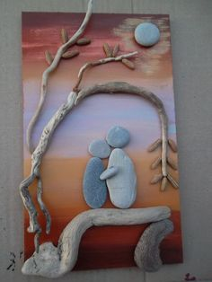 The combination of color and rock is stunning in the rock art! Stone Crafts, Rock Crafts, Diy And Crafts, Arts And Crafts, Pebble Pictures, Rock And Pebbles, Sea Glass Art, Shell Art, Driftwood Art