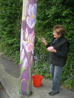 2016 The Paint Box School of Art 1284 Gladstone Ave. Victoria B. Garden Whimsy, Garden Deco, Garden Art, Wood Yard Art, Garden Bed Layout, Peace Pole, Garden Poles, Pole Art, Painted Boards