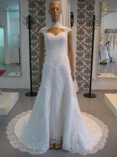 Trumpet Lace Gown With Detachable Collar ~ By: My Bridal Gown http://www.wedding.com.my/category-wedding-dresses/1