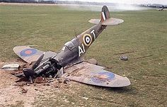 A downed Supermarine Spitfire in Great Britain during the Battle of Britain in 1940 Ww2 Aircraft, Fighter Aircraft, Military Aircraft, Fighter Pilot, Fighter Jets, Battle Of Britain Movie, Spitfire Airplane, Supermarine Spitfire, Ww2 Planes