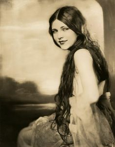 Lota Cheek in Earl Carrol Vanities. 1923. Photgraph by George Maillard Kesslere (1894-1979).
