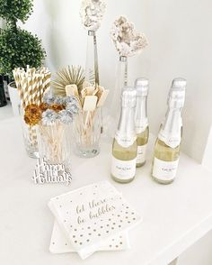 And the perks of having my birthday so close to New Years... lots of leftover treats and party favors ✨🥂🙌🏻 #FHpartyideas #cheerstothat #partyfavors #lettherebebubbles #legrandcourtage