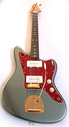 Japanese made Fender Jazzmaster. Impeccable color combination. Pure class.