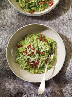 Pea Risotto - You can used canned peas instead of frozen peas, I think it tastes better! Pea Recipes, Entree Recipes, Side Recipes, Appetizer Recipes, Dinner Recipes, Easy Cooking, Cooking Recipes, Ricardo Recipe, Risotto Rice