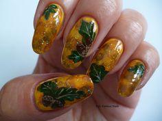 Fife Fantasi Nails : Autumn acorns on the amber- nail design