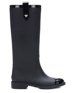 Meghan Markle wore a pair of wellington boots by Muck while in New Zealand with Prince Harry this week. From Prada to Calvin Klein Vogue Paris presents you with some of the most ravishing rain boots this season has to offer. Meghan Markle, Prada, Get Up And Walk, Wellington Boot, Vogue Paris, Jimmy Choo, Rubber Rain Boots, Calvin Klein, Autumn Fashion